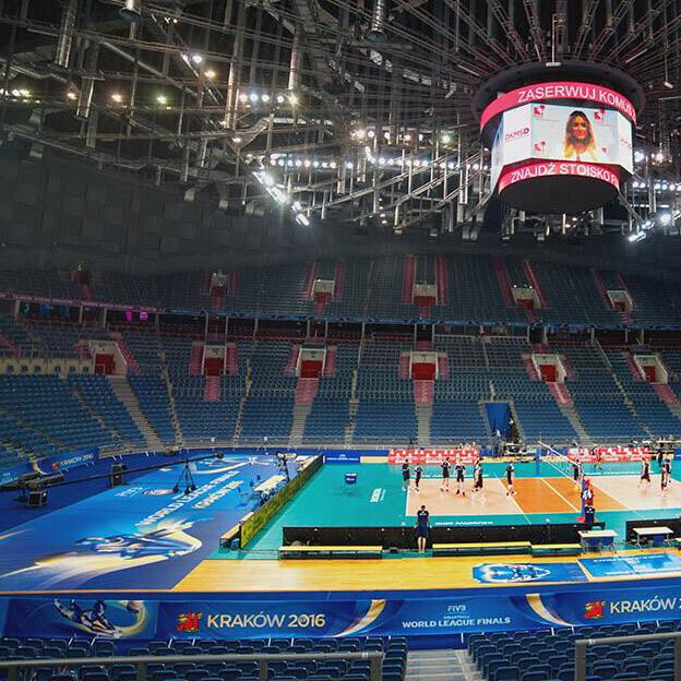 Wyklejanie podłogi - Tauron Arena Kraków